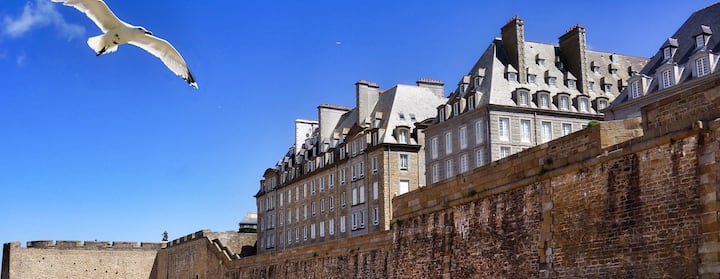 Find homes for dinard festival du film britannique 2018 on Airbnb