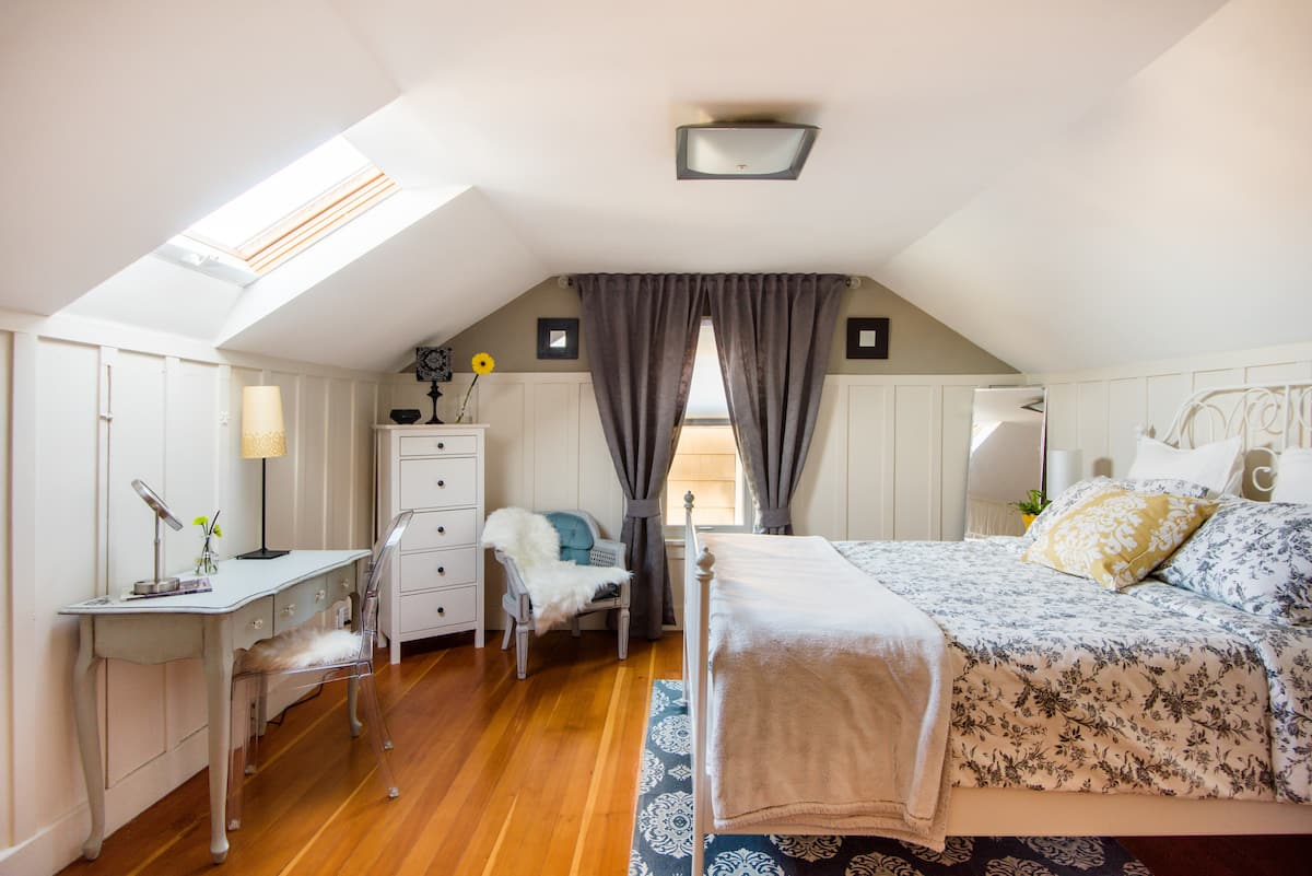 Private Suite in Ballard Craftsman Bungalow