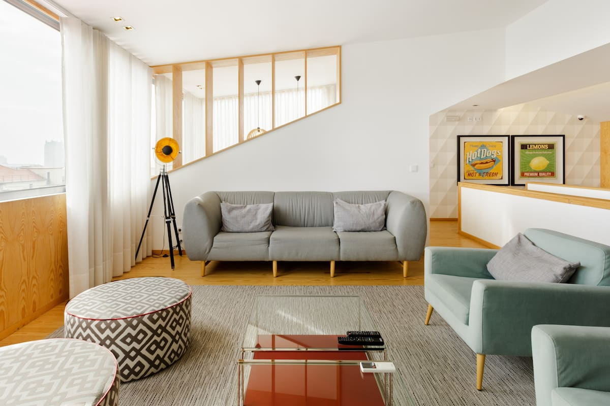 Bright and Arty Apartment close to Museums and Galleries
