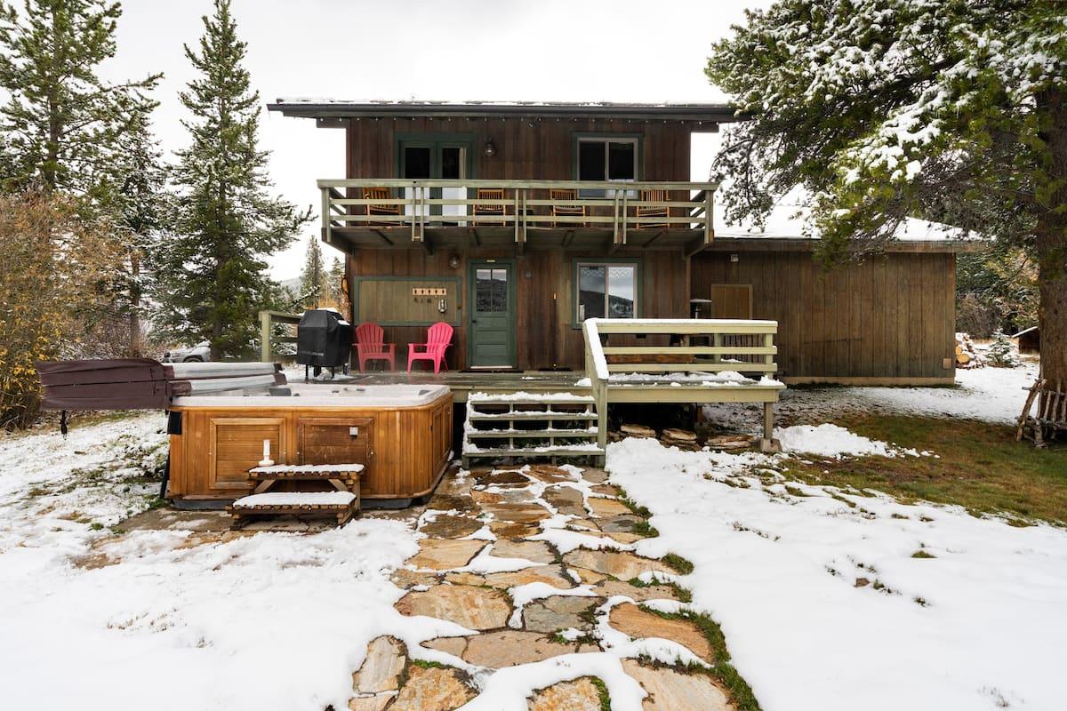 Relax in the Hot Tub at a Cabin near Breckenridge Ski Resort