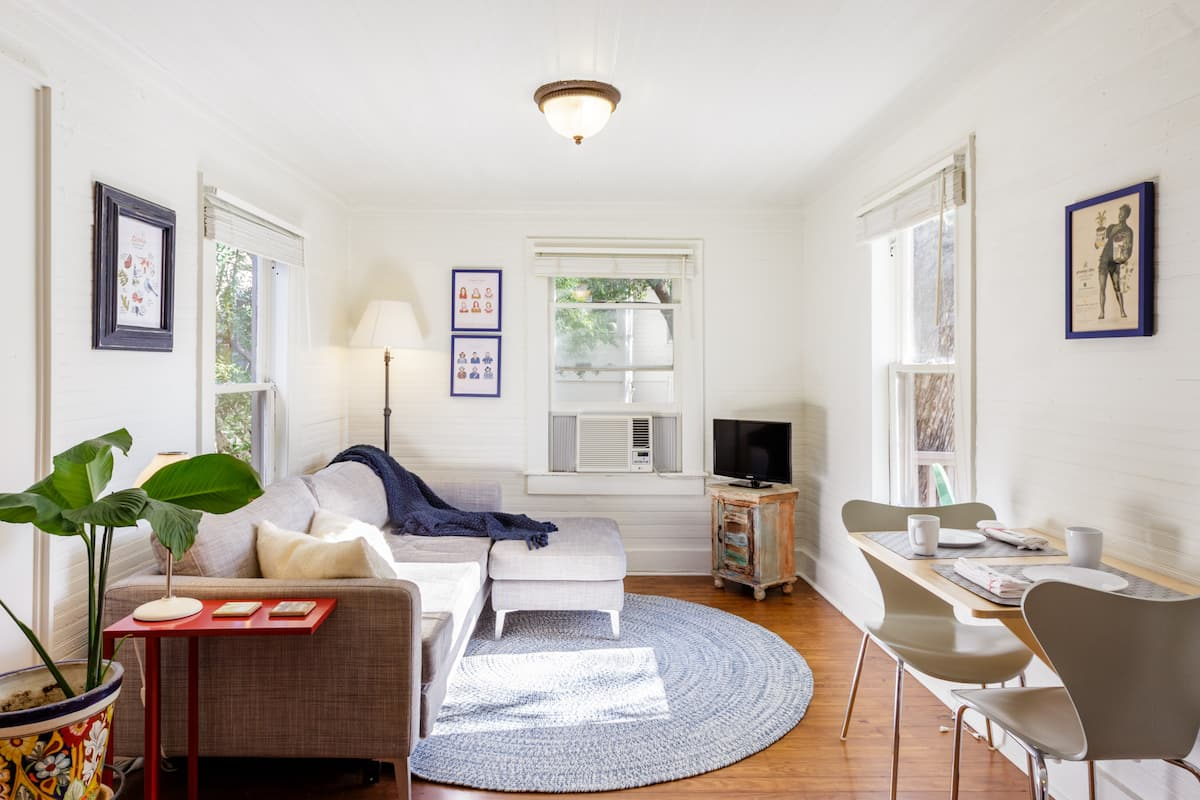Historic Bungalow-Style Cottage Near Downtown
