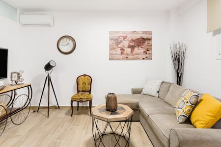 Modern Studio Apartment in the Shadow of the Acropolis