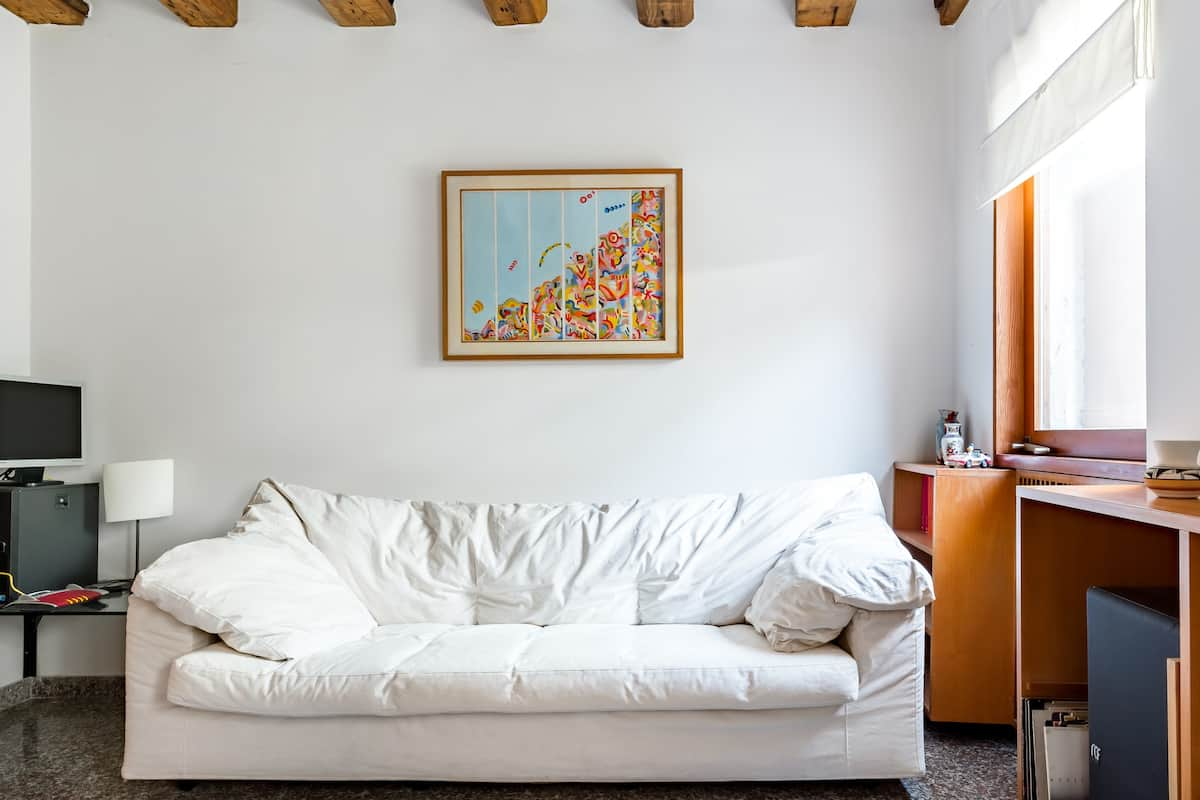 Luminoso appartamento con ampio cortile privato