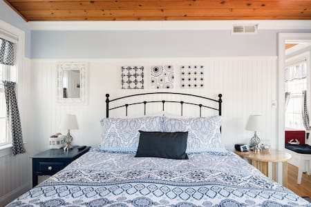 Cozy Coastal Cottage With Sprawling Sea Views