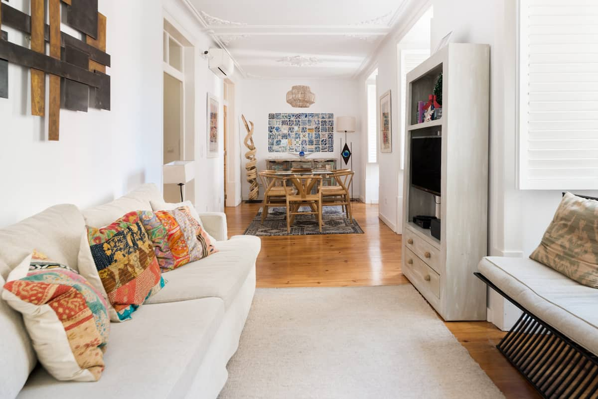 Bright and spacious apartment in the heart of Lisbon
