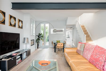 Immaculate Architect's Garden Townhouse
