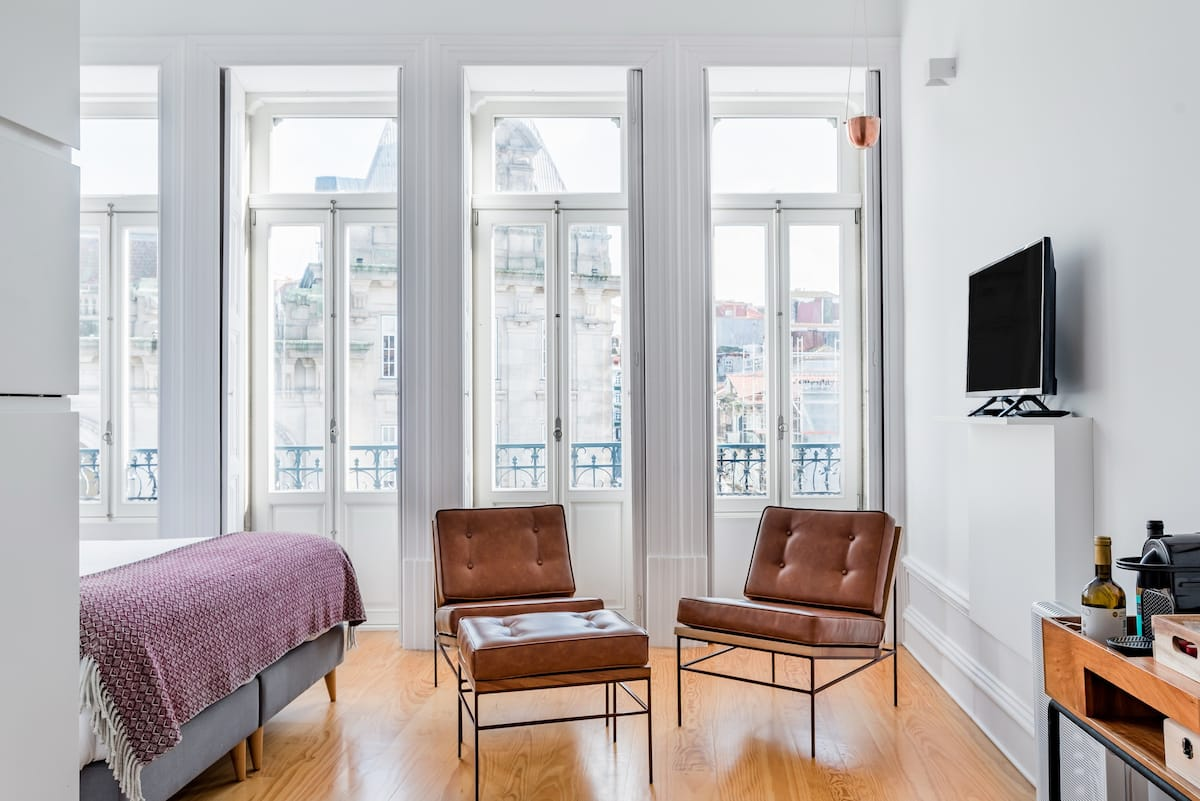 Sunny and Modernized Studio with Historic City Views