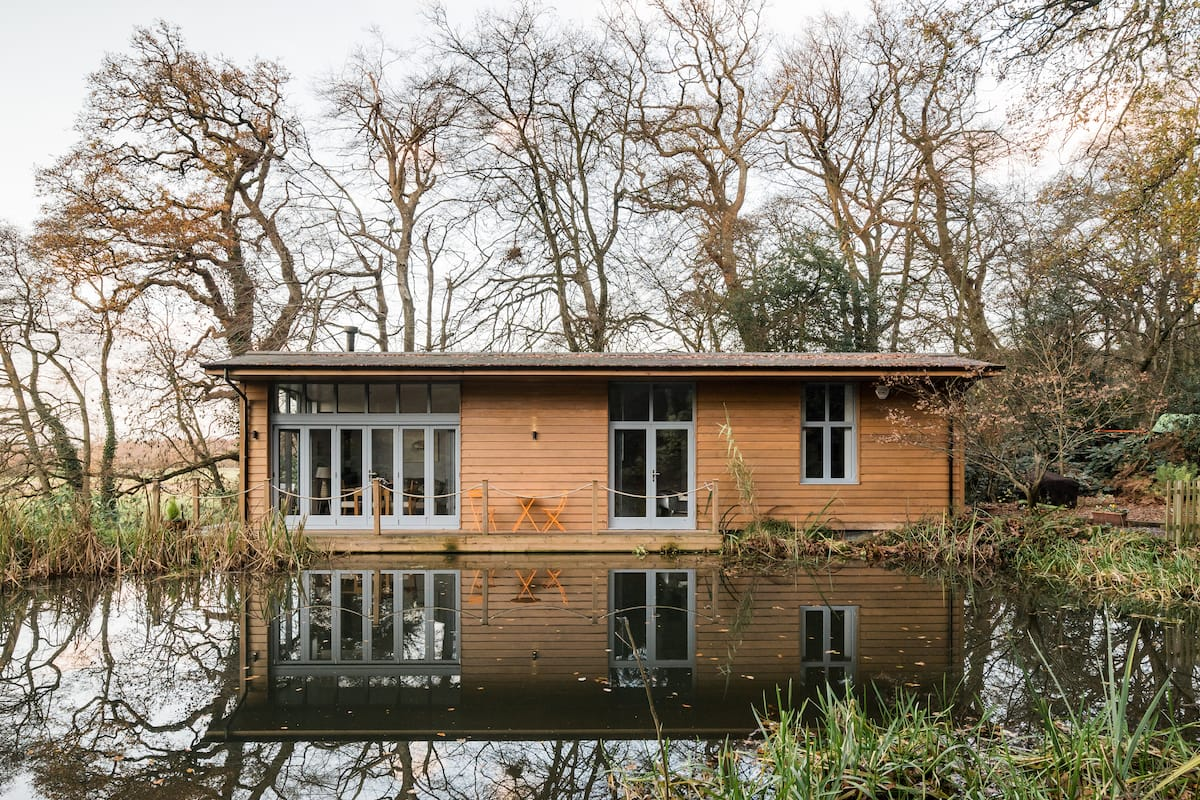 Striking Views from a Secluded, New Forest Riverside Lodge