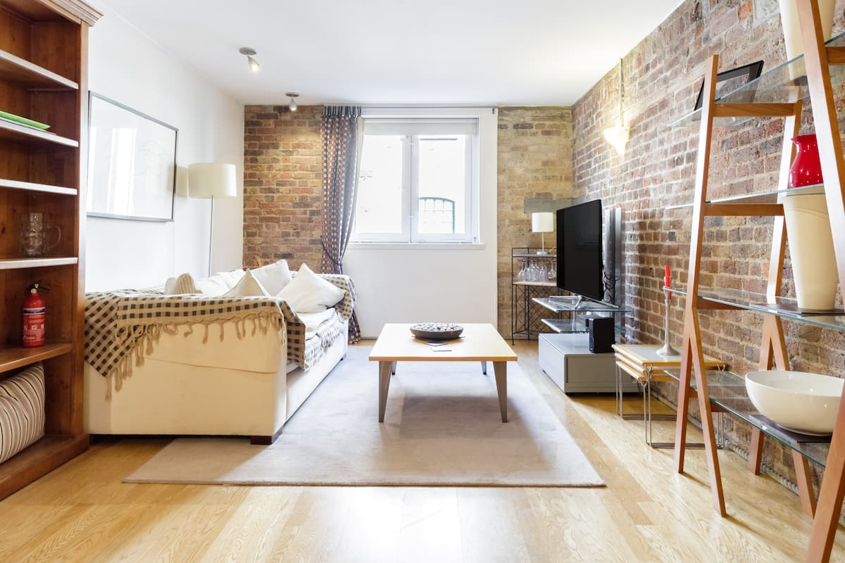 Converted Riverside Warehouse Loft by London Bridge