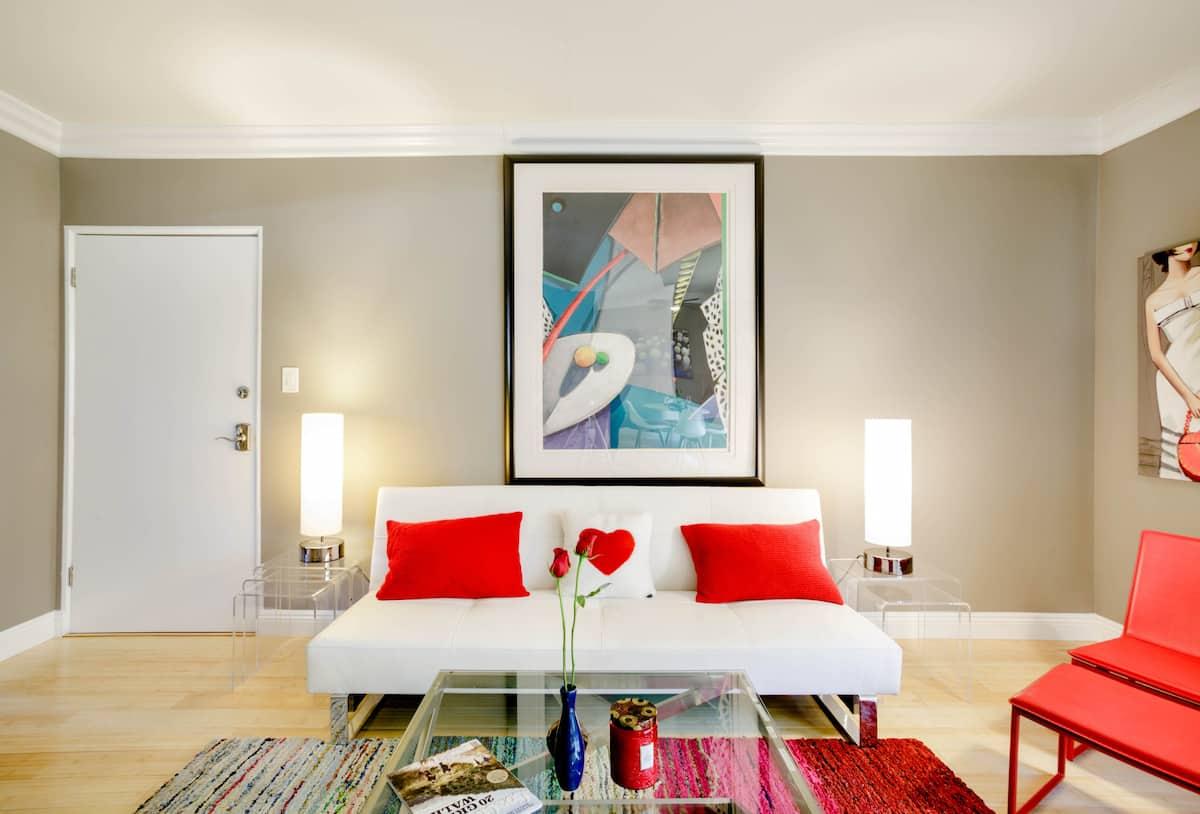 Colorful & Light-Filled Stylish Retreat, Modern&Chill, Comfy Beds, 91 Walk Score