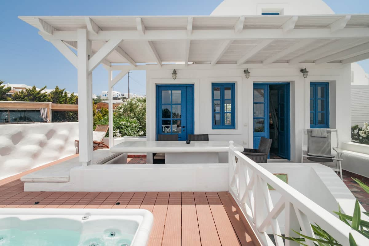 Villa Emerald. Watch Sunsets From a Heated Hot Tub and Pool.
