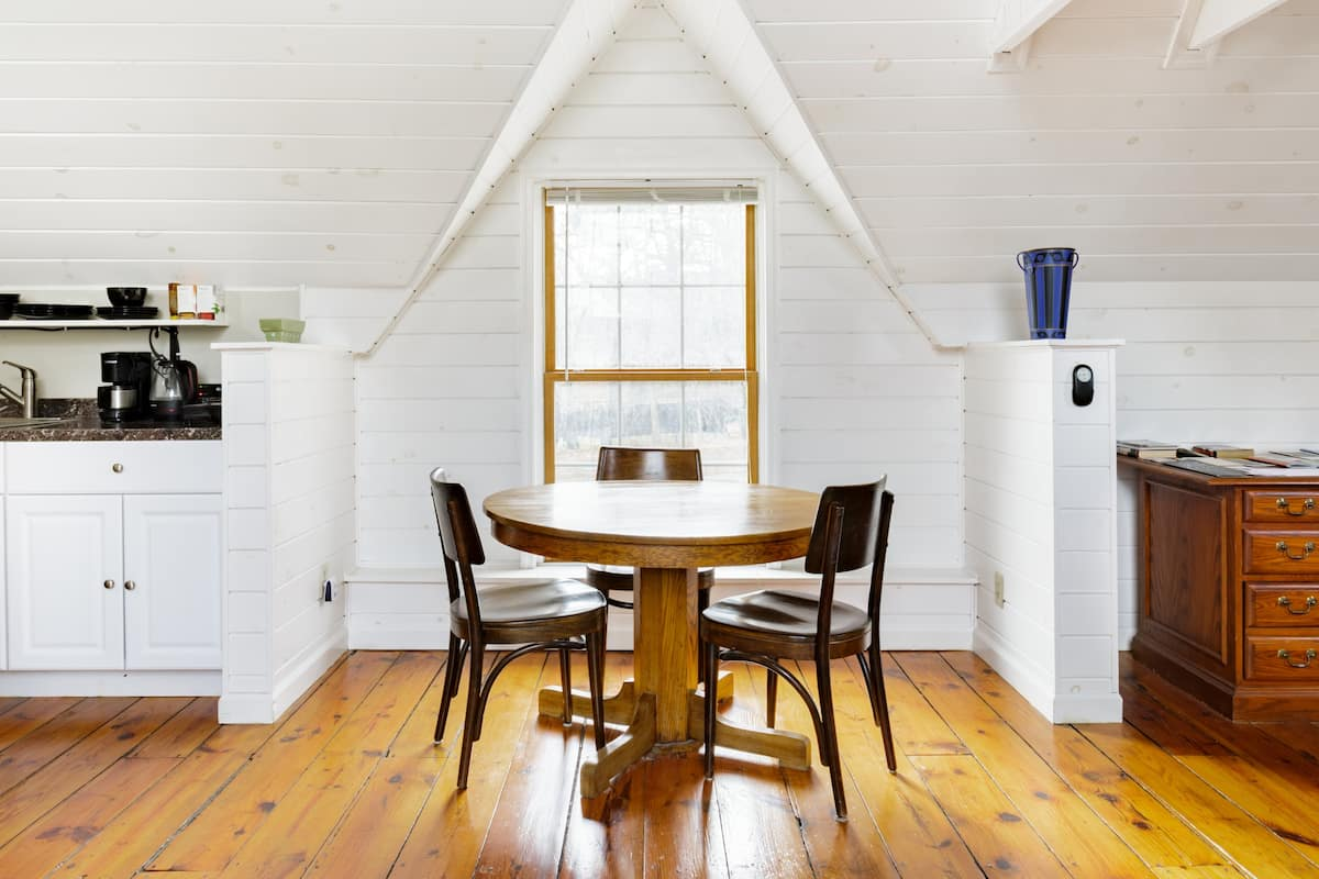 Beautiful and Private Studio Loft in Woodstock Town Center