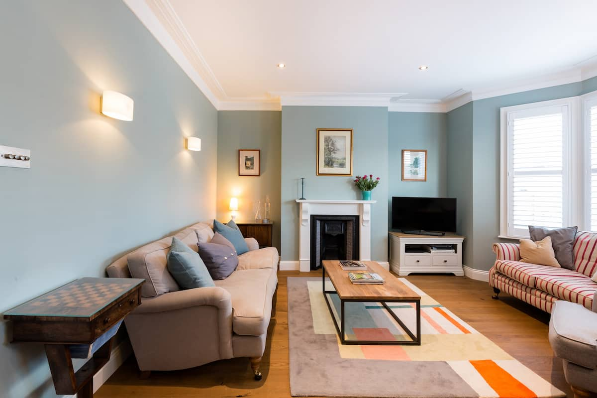 Beautifully Restored, Victorian Flat in Leafy Clapham South