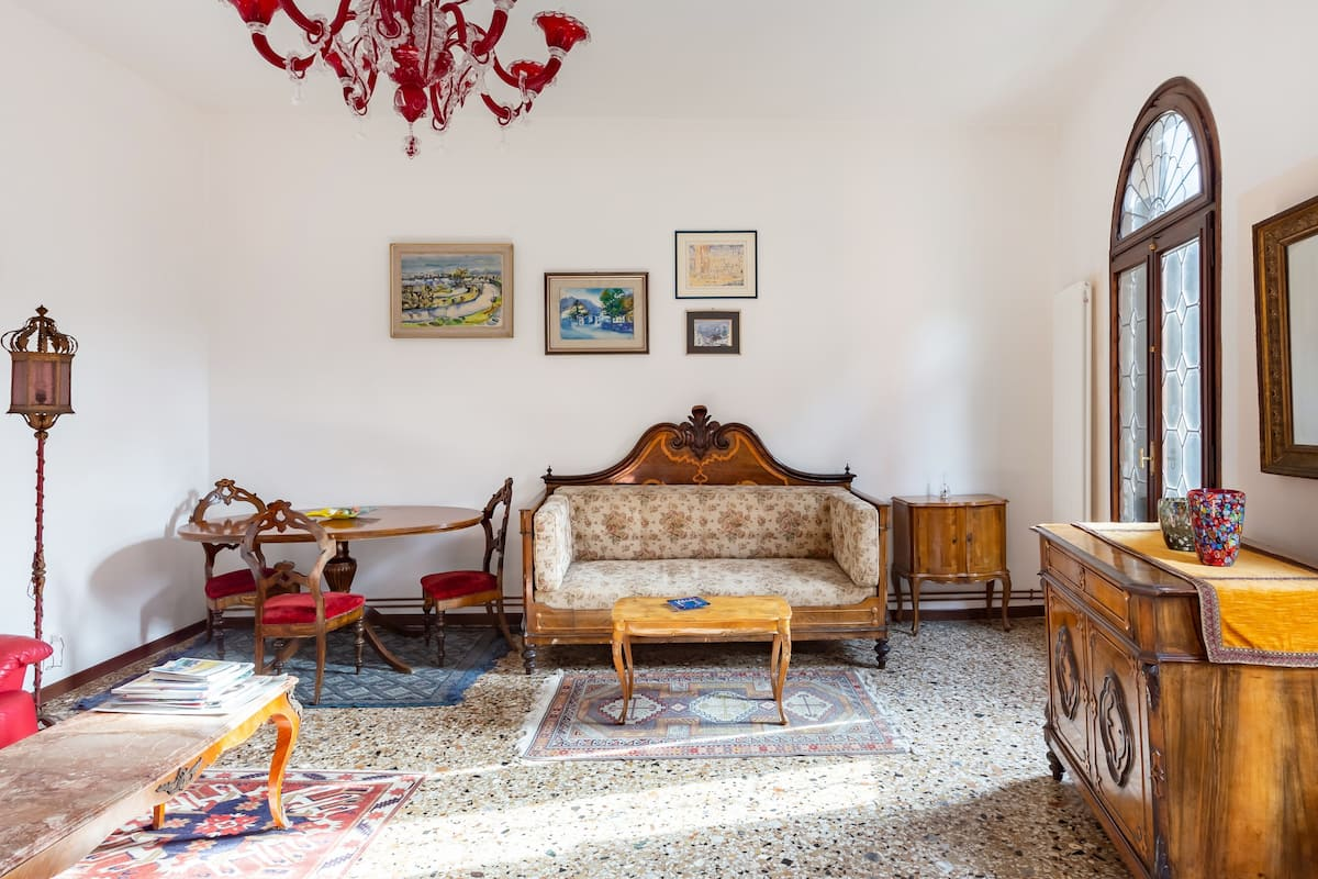 Sumptuously Decorated Apartment close to Rialto