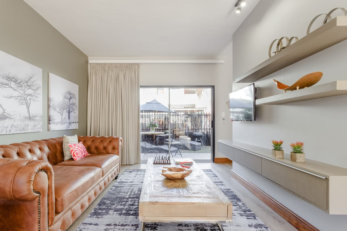 Modern Design Apartment with Private Terrance in Central Stellenbosch, Avemore