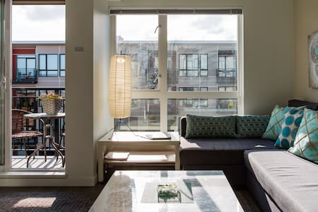 Cool Chinatown Apartment, Stroll to Inner Harbor