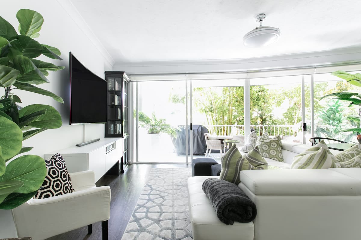 Surfers Paradise Elegance and Style with a Leafy Balcony