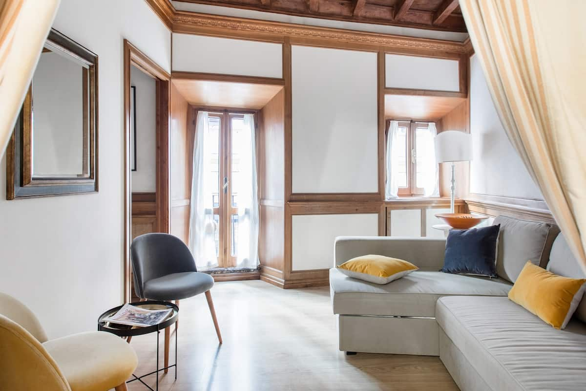Spanish Steps Charming Suite in Historical Building