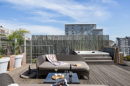 Waterkant Views - Stylish House with Jacuzzi and Roof Deck