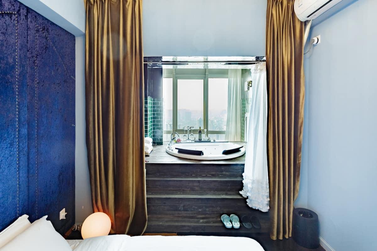 超高空双人浴缸轻奢情侣公寓,共度浪漫假期
