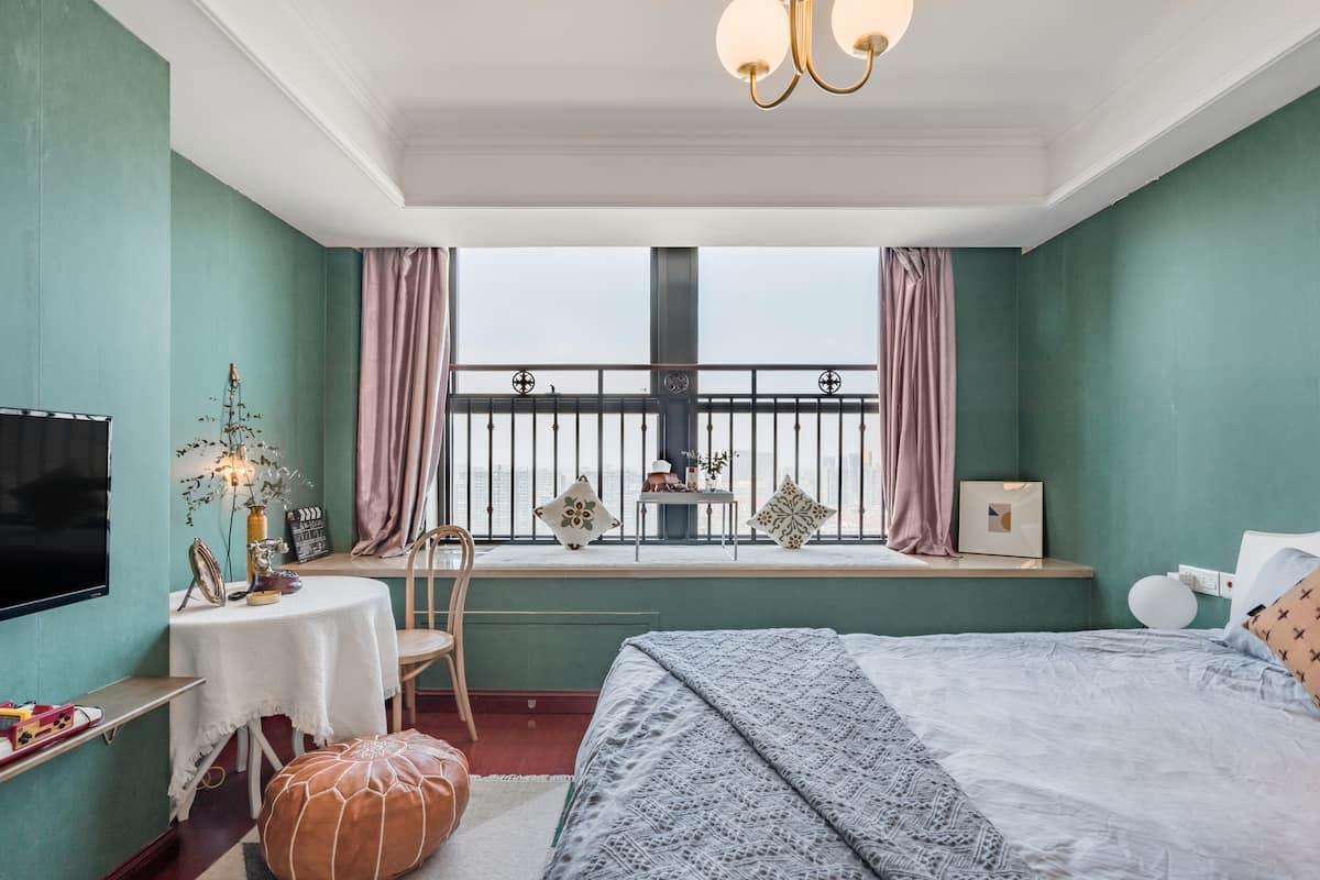 近龙湖天街 金沙印象城带大面积飘窗的vintage风公寓