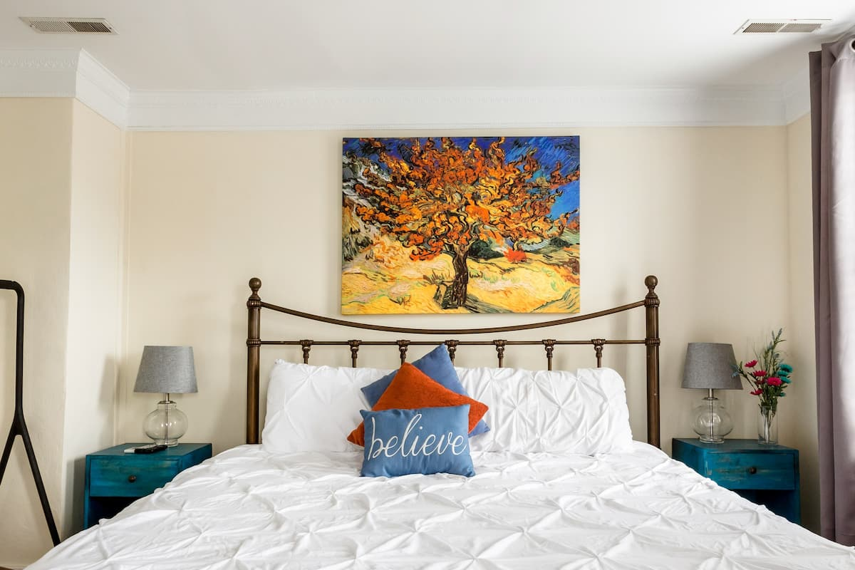 Beautiful Suite with Parking in Downtown Charleston