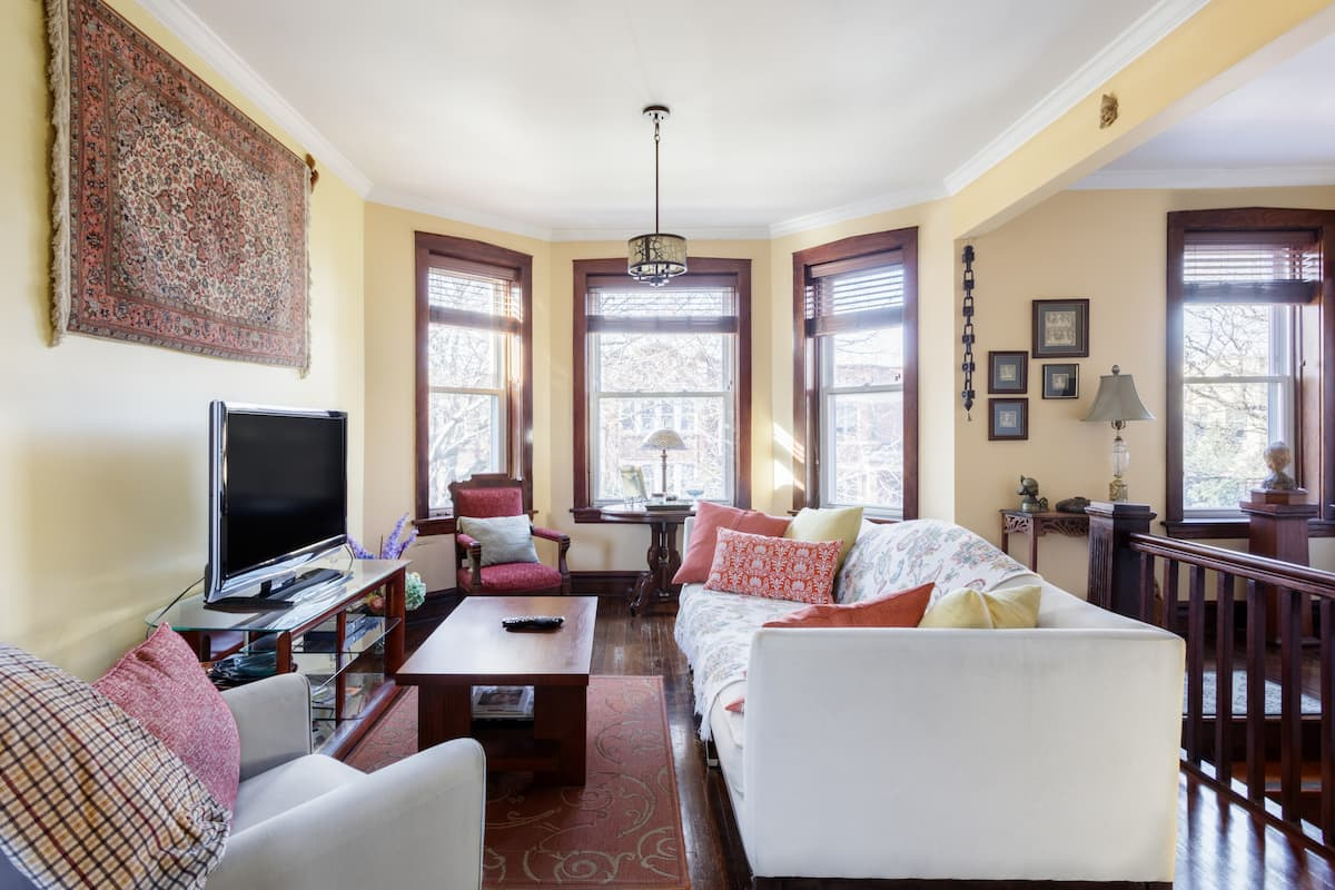 Airy Posh Clean Private Flat Chicago Roscoe Village Wrigley