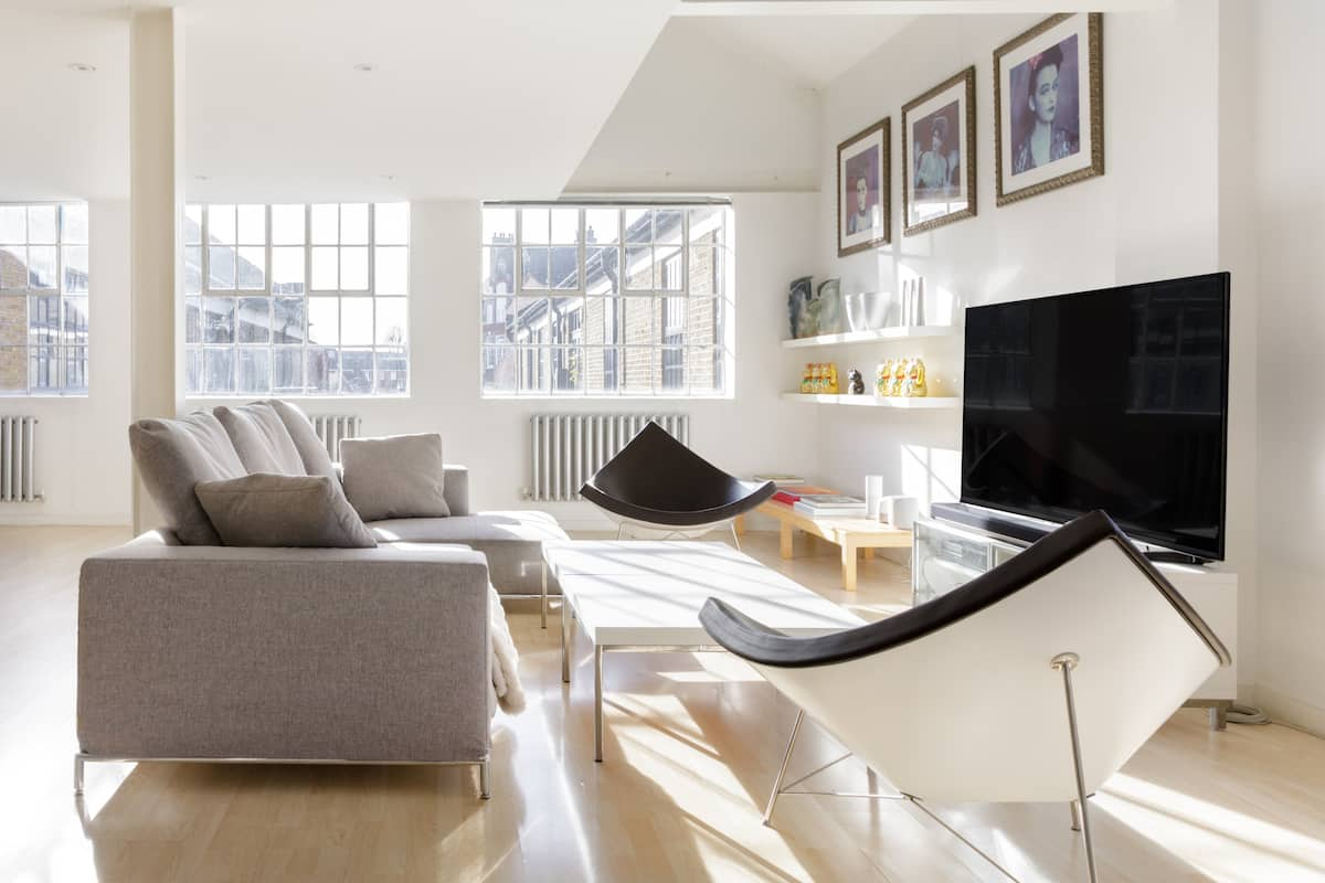 Trendy East London Loft where Hi-Tech Meets Luxury