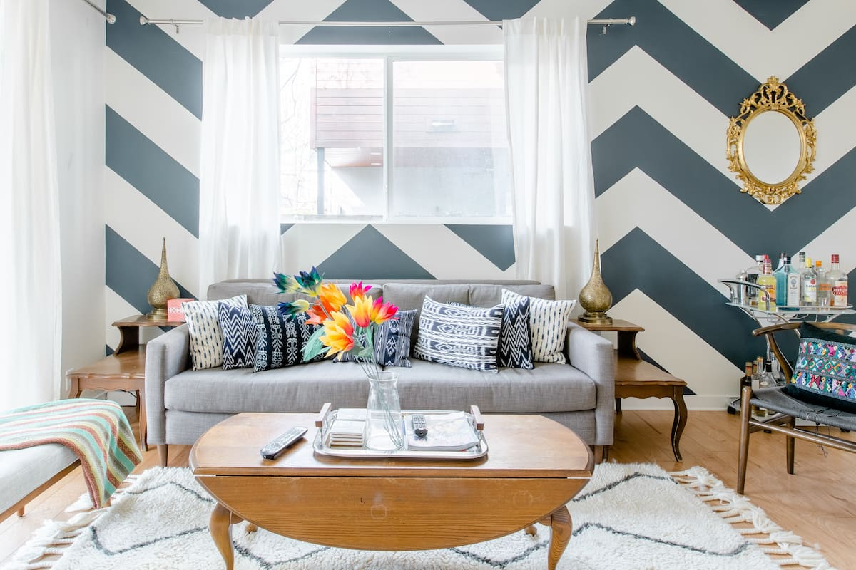 Quirky East Austin Townhome Steps From Rainey Street