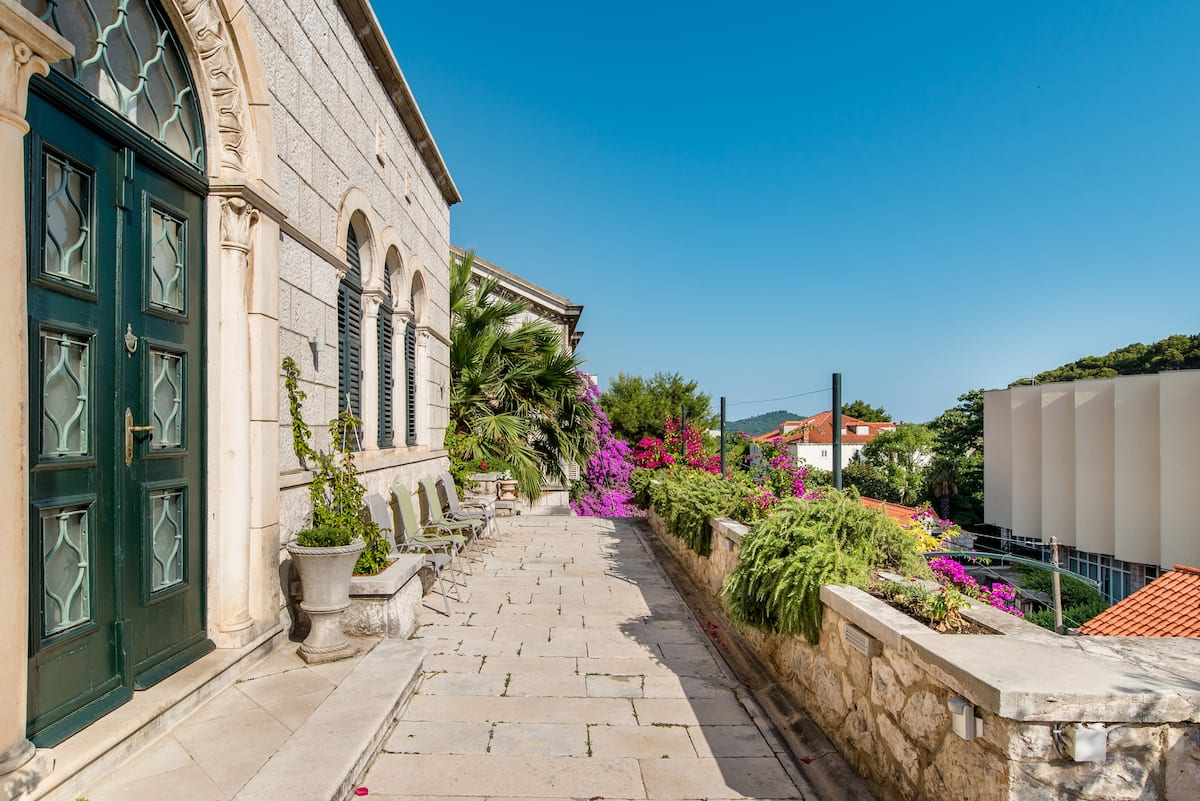 Villa Mediterranean Located in the Heart of Old Town