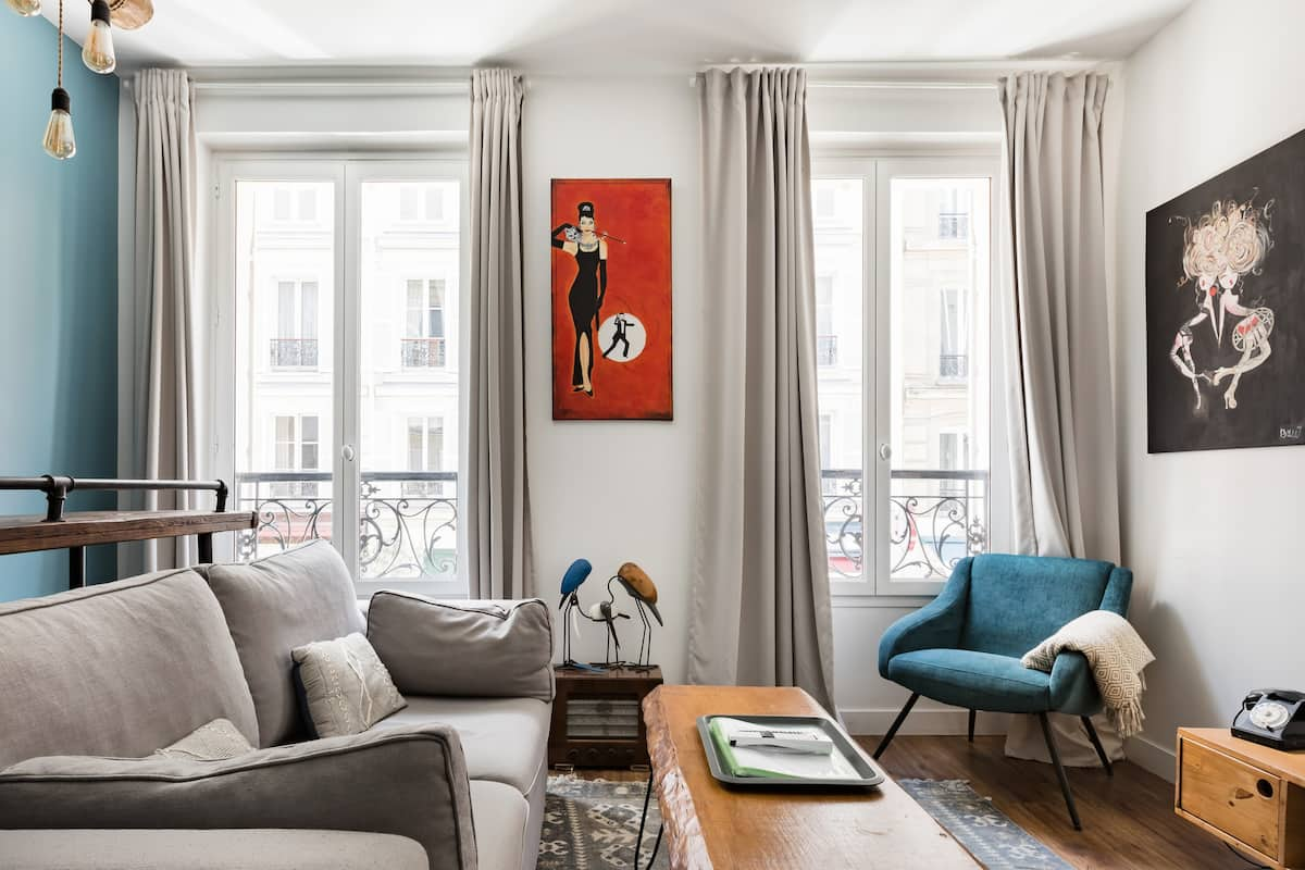 Champs-Élysées Remodeled Flat Three Rooms Two Bathrooms