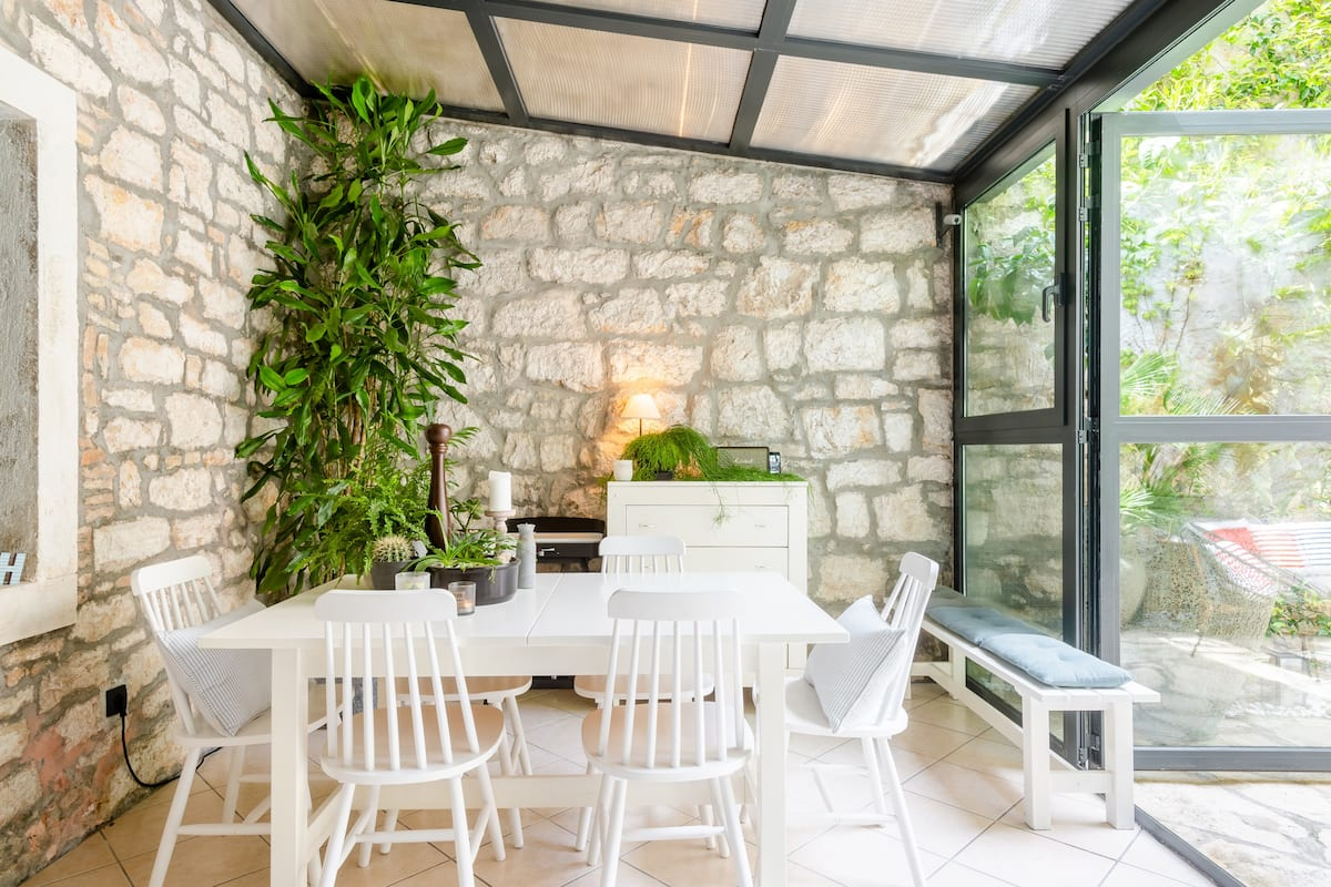 Charming Townhouse with a Romantic Garden in the Old Town
