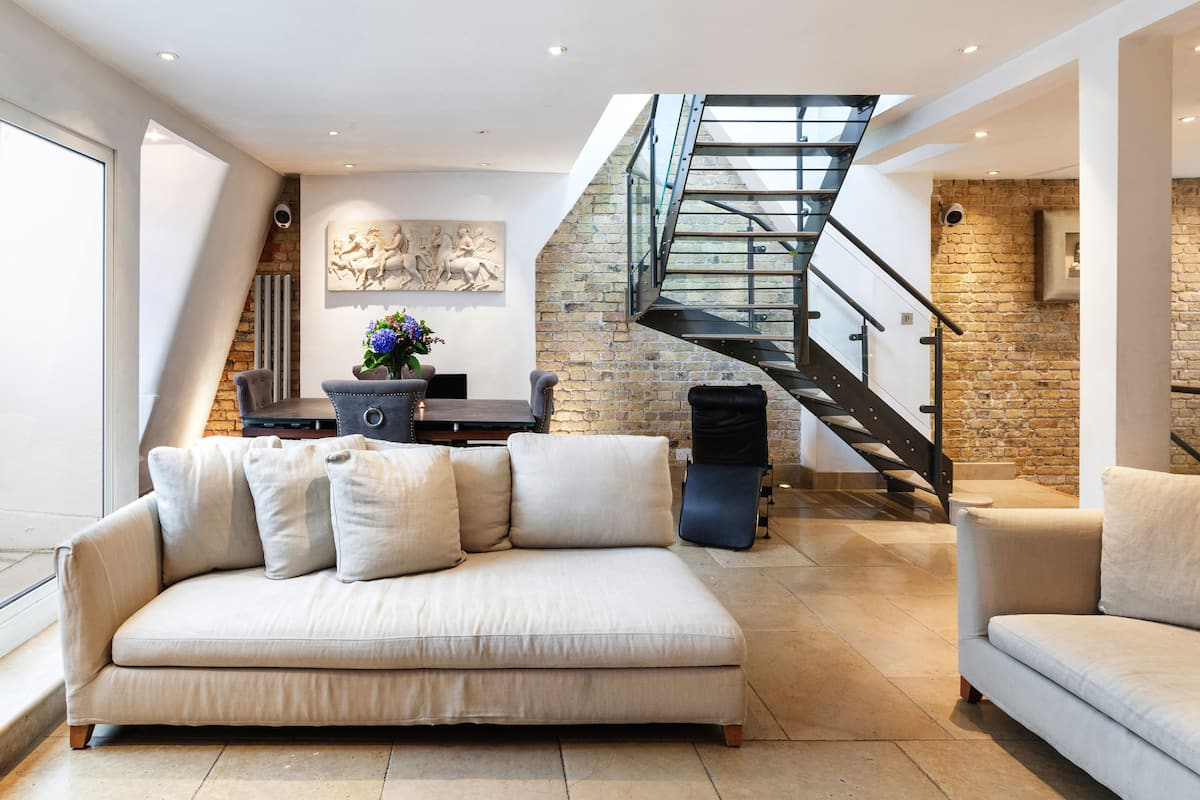 Contemporary Elegance in Knightsbridge Penthouse Apartment