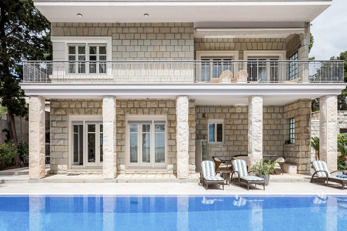 Luxury Seafront Villa Close to Diocletian's Palace