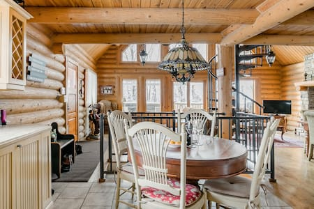 Magnificent Mountain Living and a Hot Tub in Wooded Acres