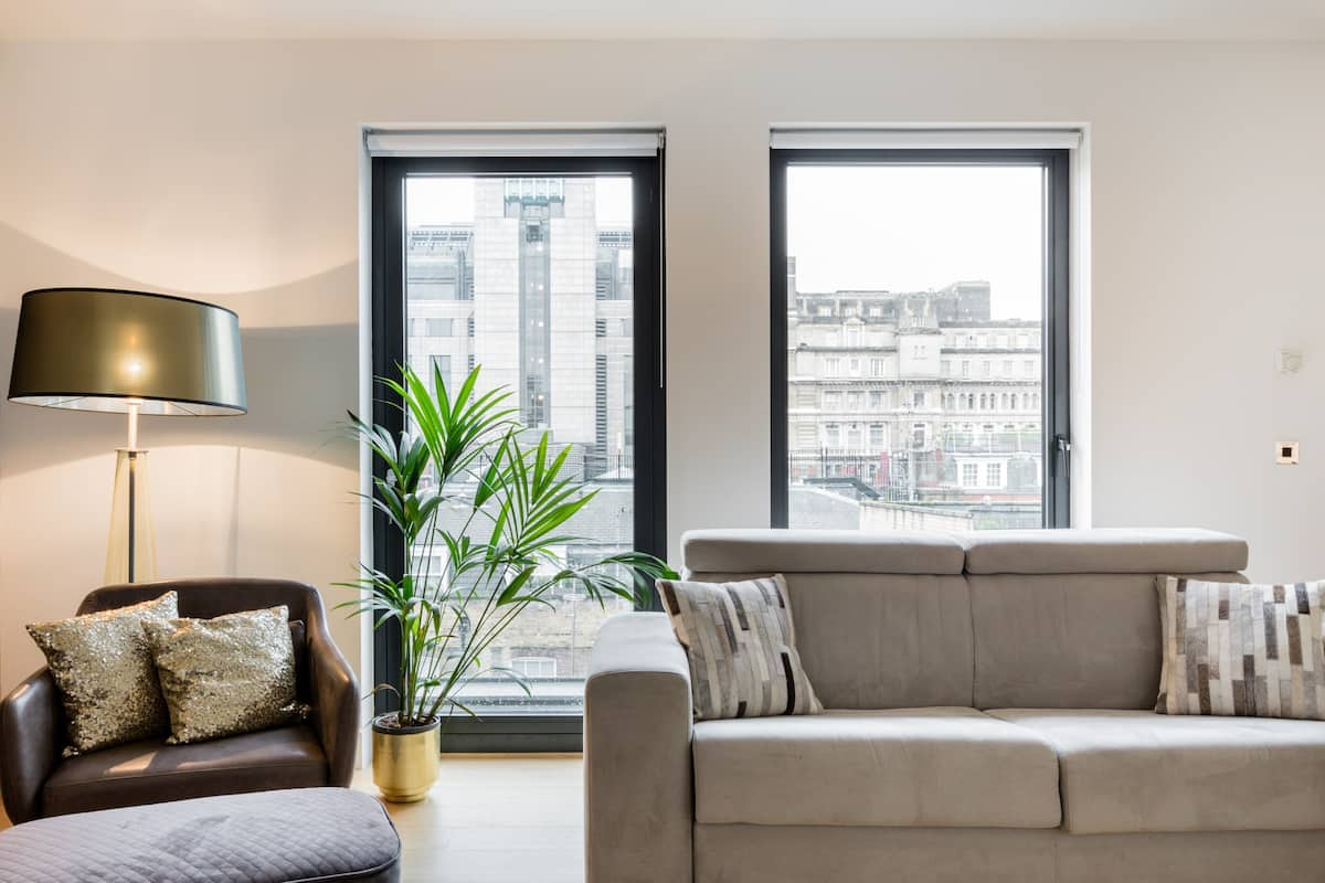 Explore West End from a Sophisticated Penthouse Flat
