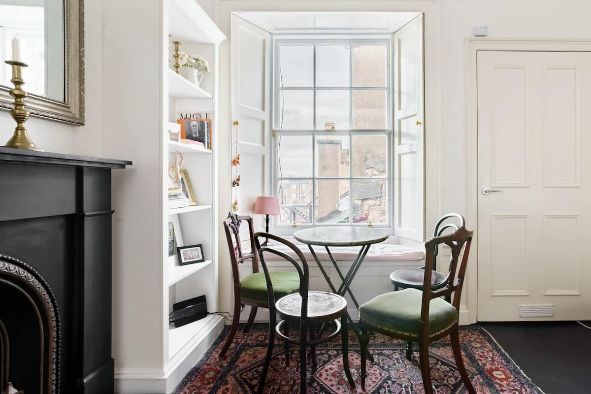 Stylish Georgian Writer's Apartment in the Heart of New Town
