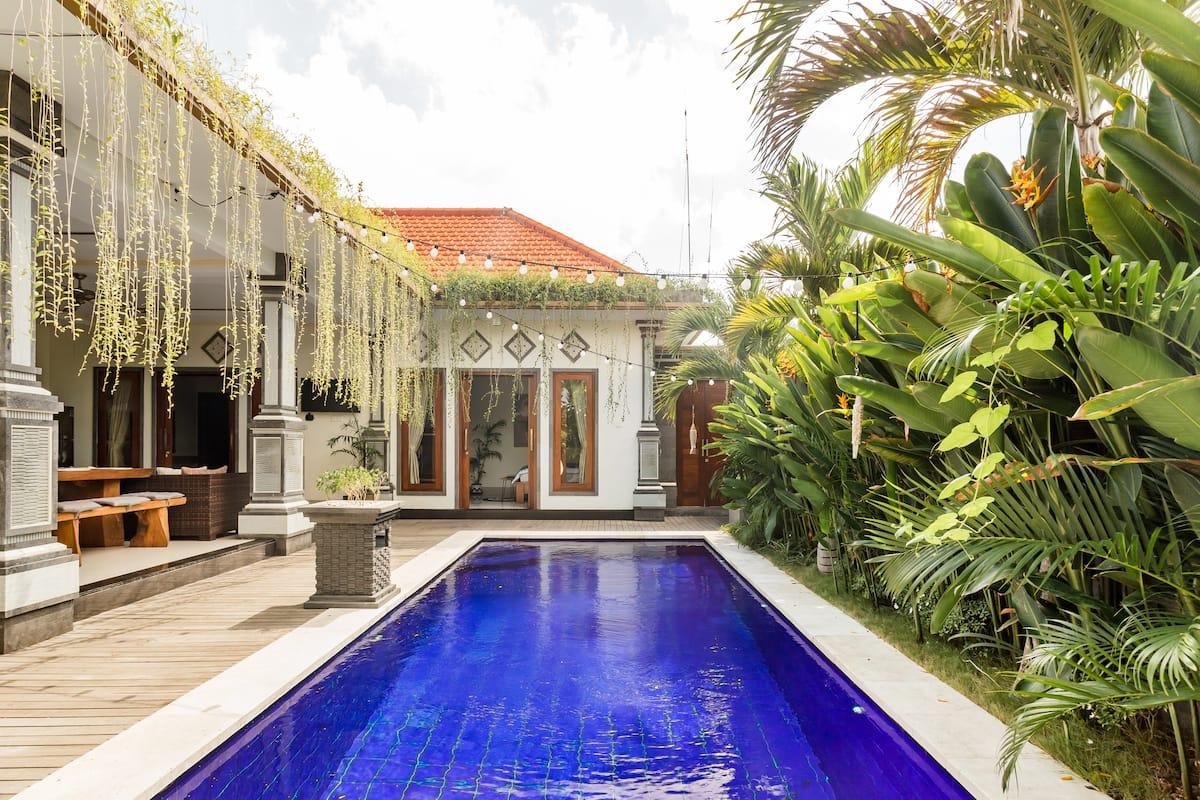 Quintessential Canggu Villa with Outdoor Cinema and Spa