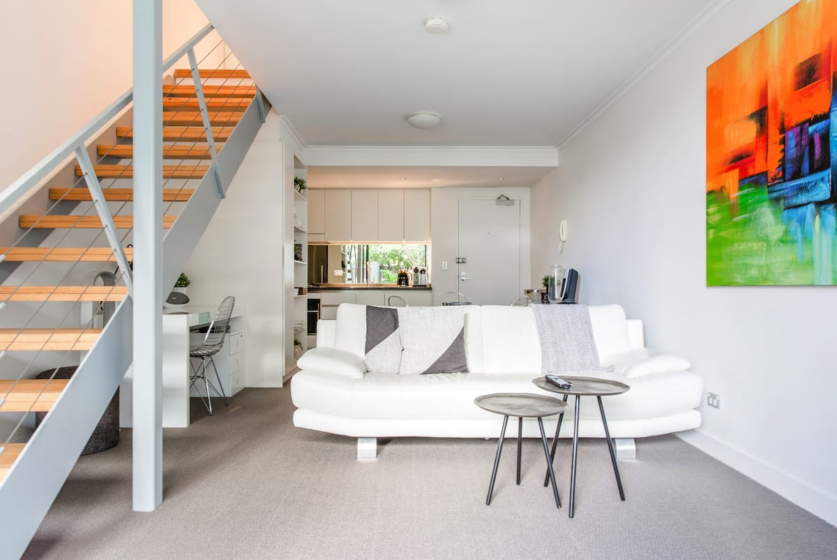 Stylish Light Filled Loft near Sydney CBD