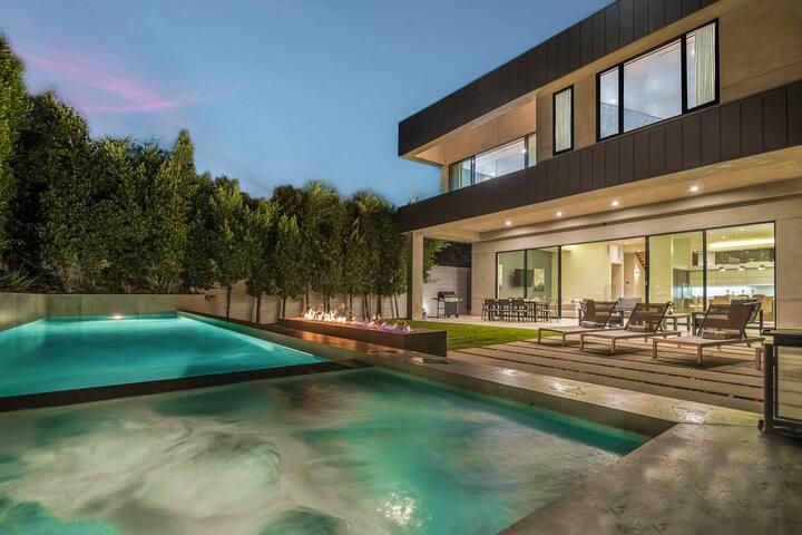 Curson Rooftop View Villa