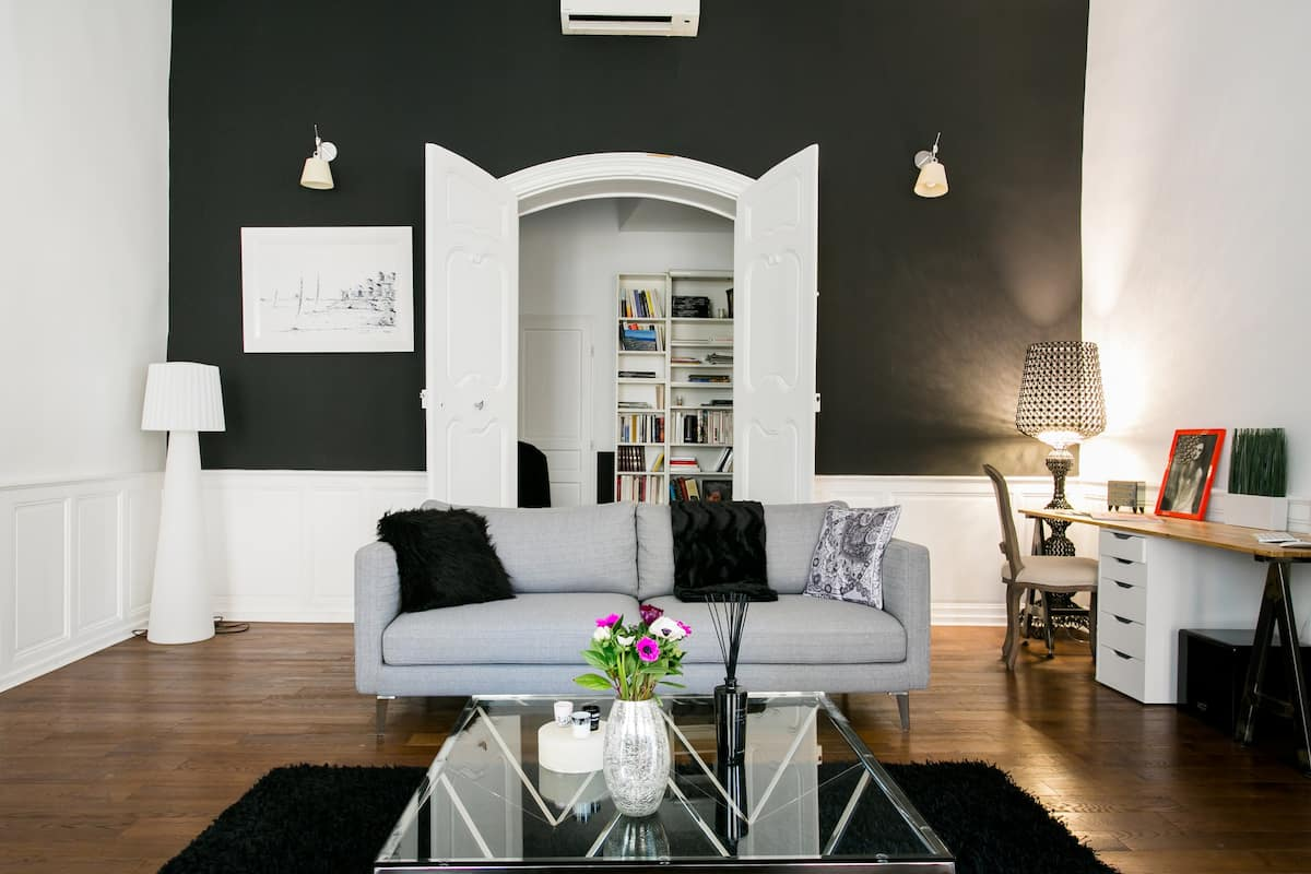 Spacious and Chic Apartment at the Top of the Cours Mirabeau