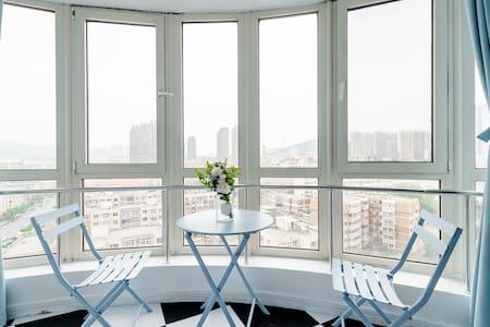邻近圣亚海洋世界,带有投影仪的唯美蔚蓝公寓