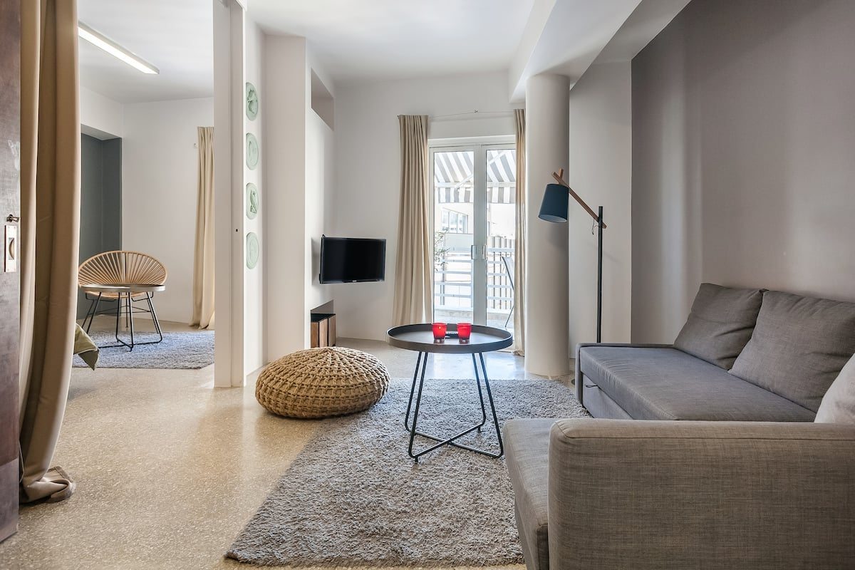 Apartment with an Acropolis View in the Historic City Center