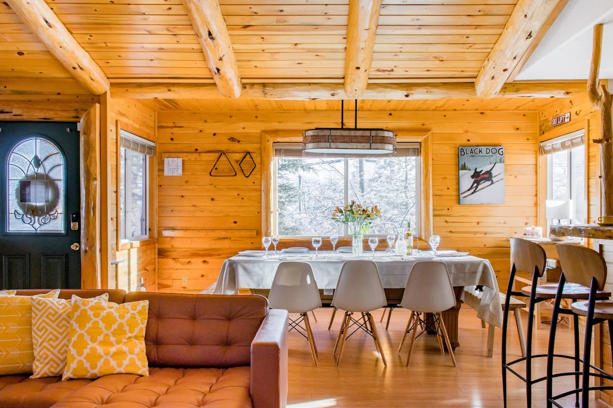 Entertain Your Family and Friends at Bear Necessities Chalet