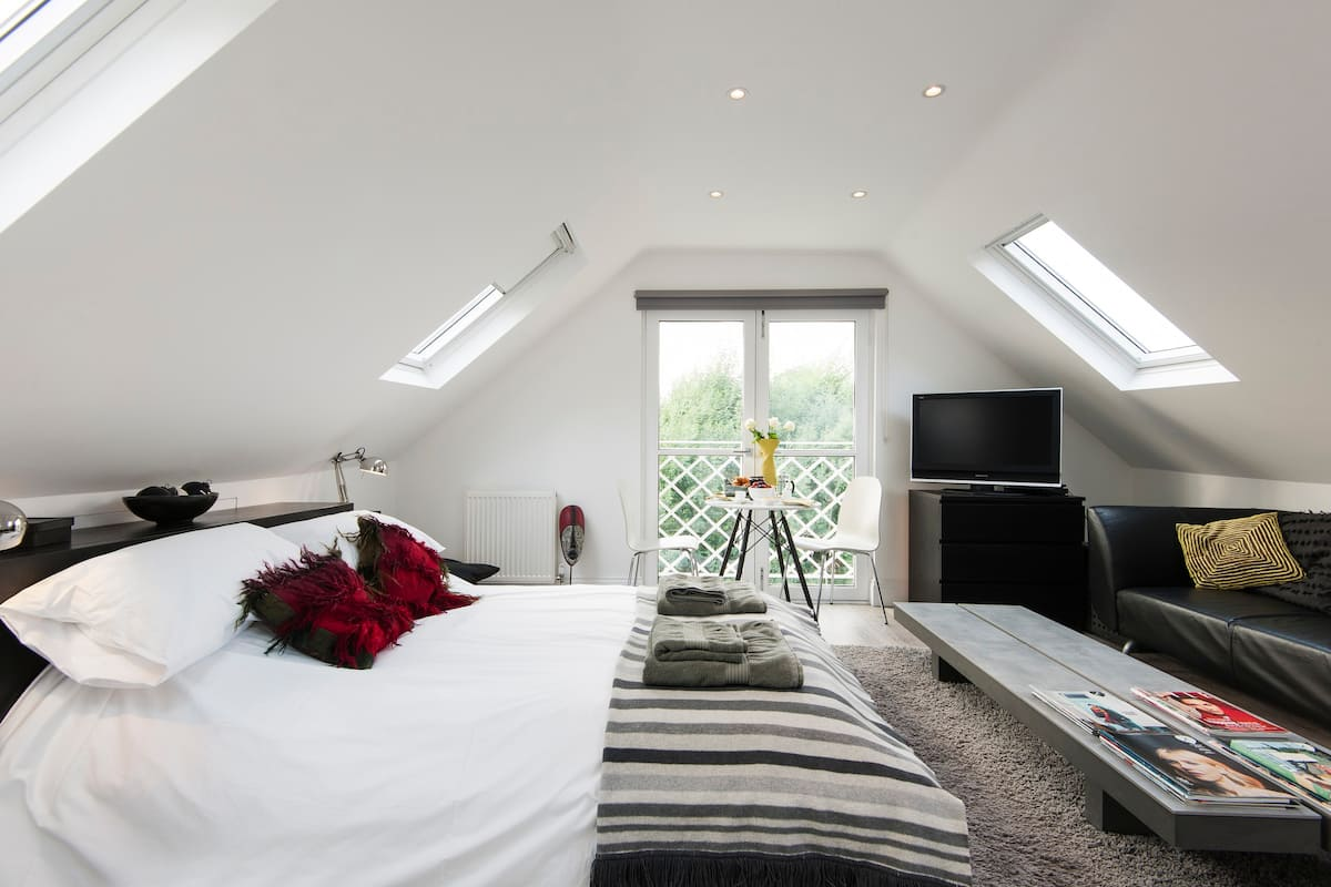 Bright and Airy Room in Kew Gardens