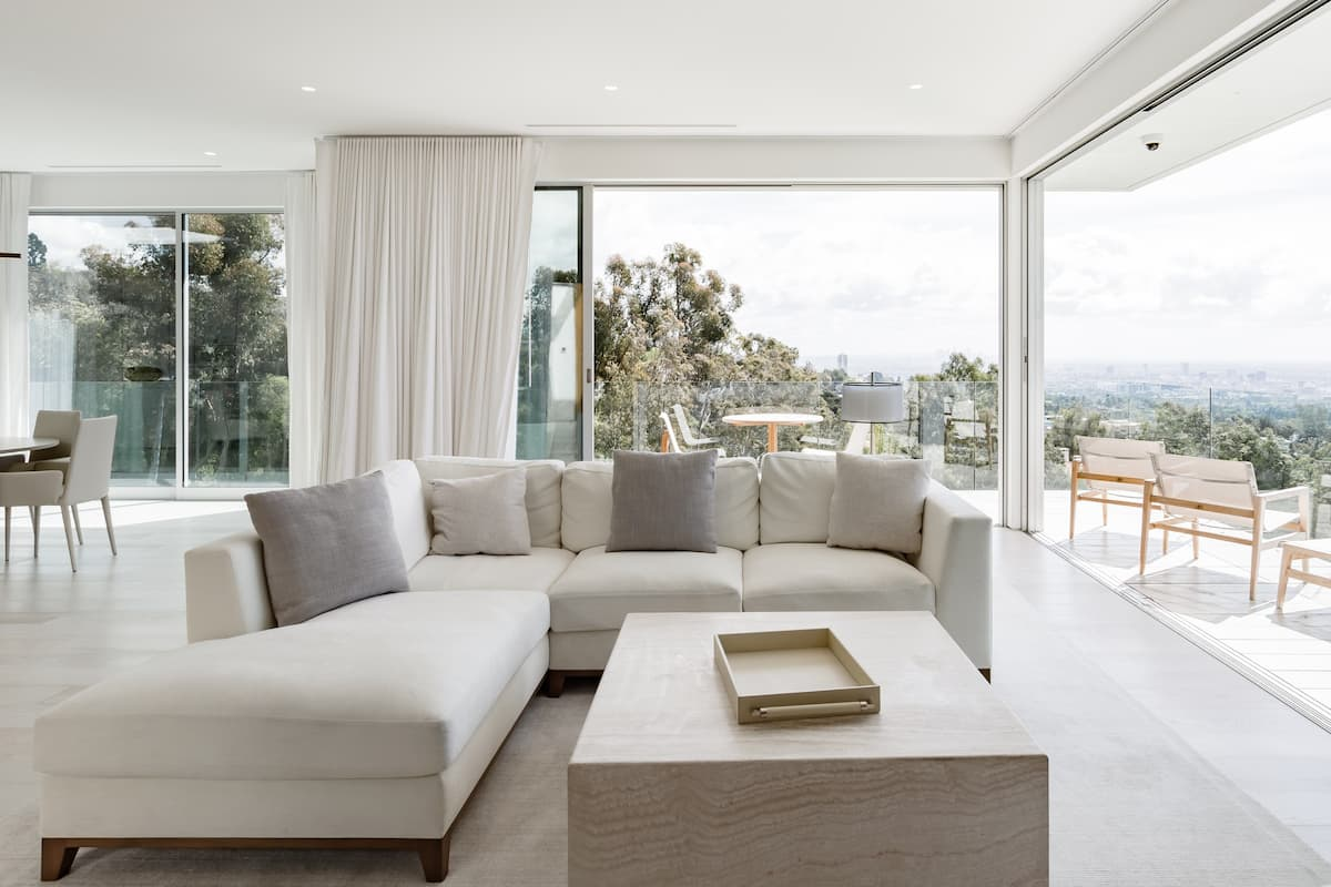 Contemporary Beverly Hills Villa with an Infinity Pool