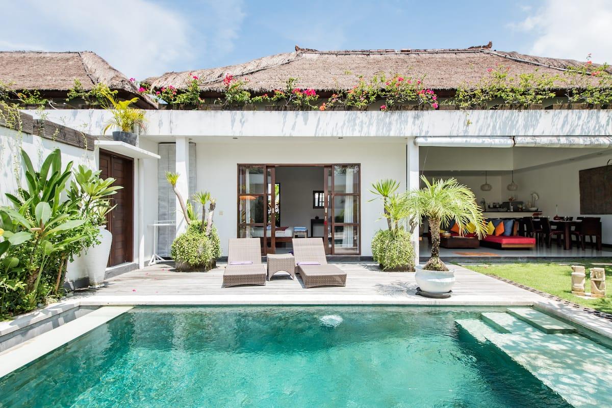 Villa Ricci—only 800 Meters to Batubelig Beach