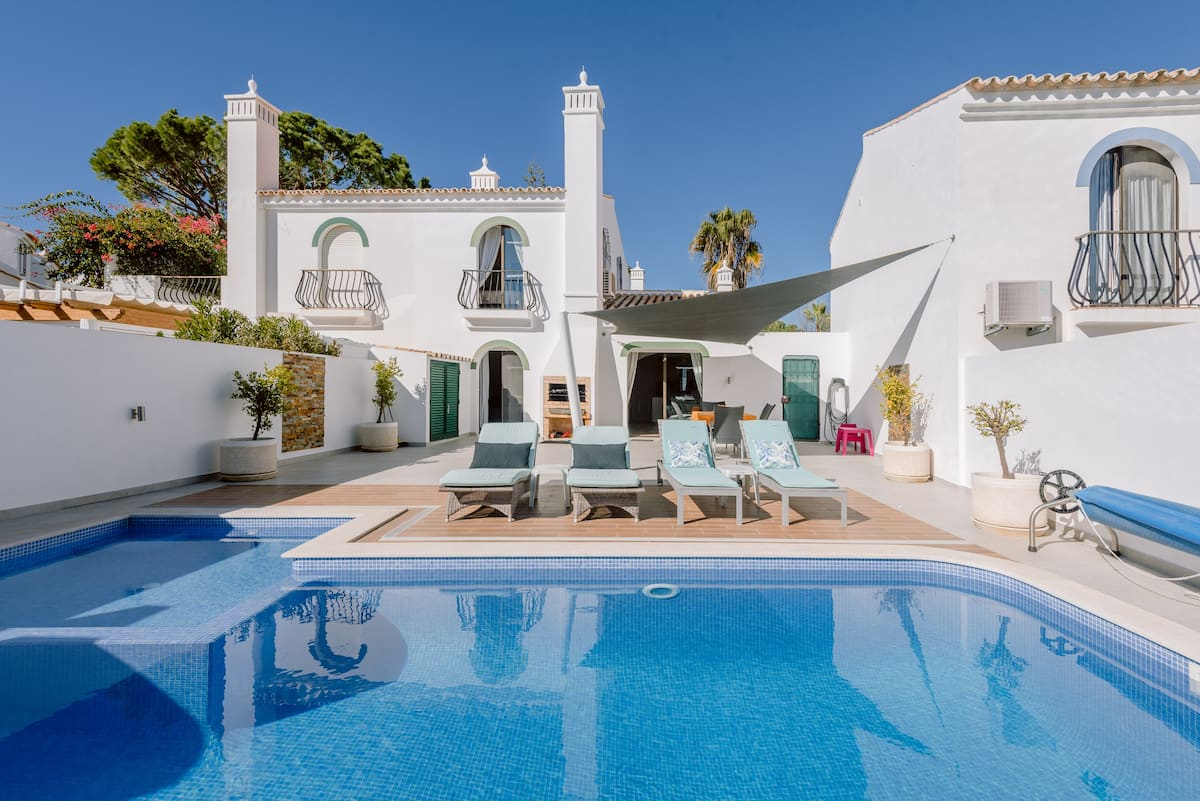 Dunas Villa with Heated Pool & Kids Section - Walk to Beach
