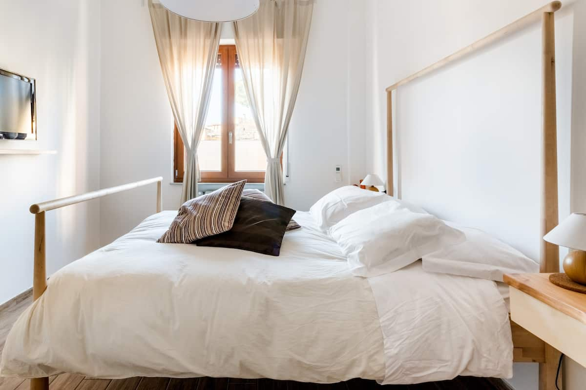 Head to the River Arno from a Central Florentine Apartment