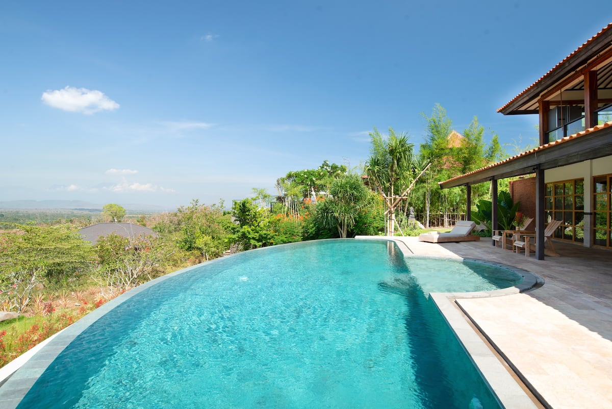 Villa Pipit Overlooking the Barat National Park